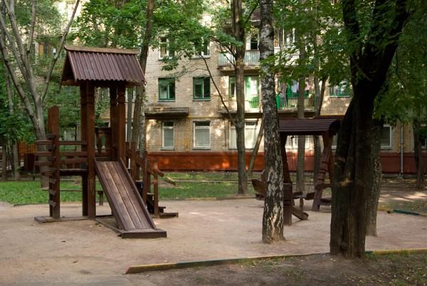 Одна из детских площадок