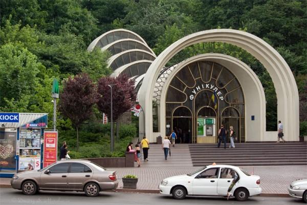 """Станция фуникулера """"Поштова Площа"""""""