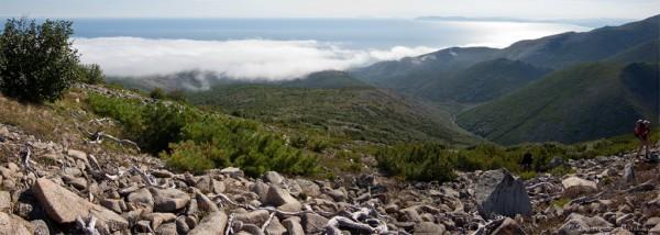 Панорама Арманского хребта и Амахтонского залива