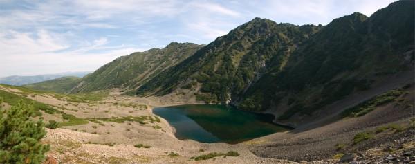 Панорама горного озера на Арманском хребте