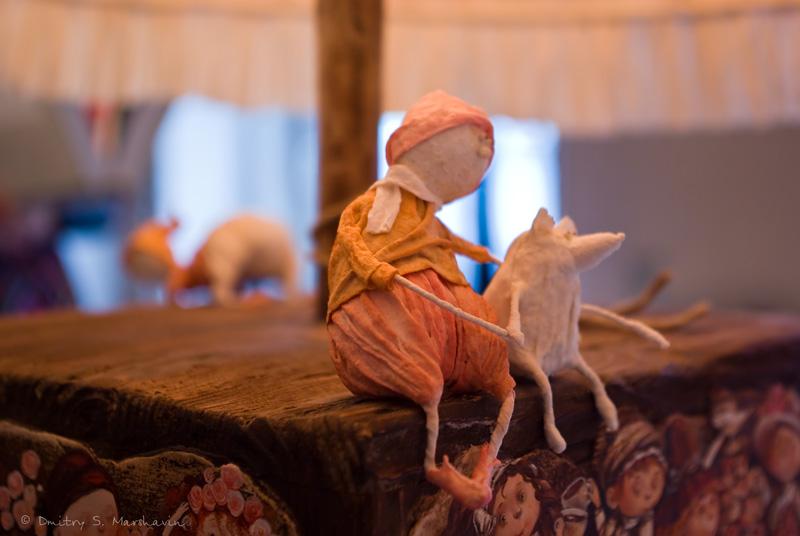 """Выставка Дианы Мисарян """"Комната Алисы"""". Маленький народец."""