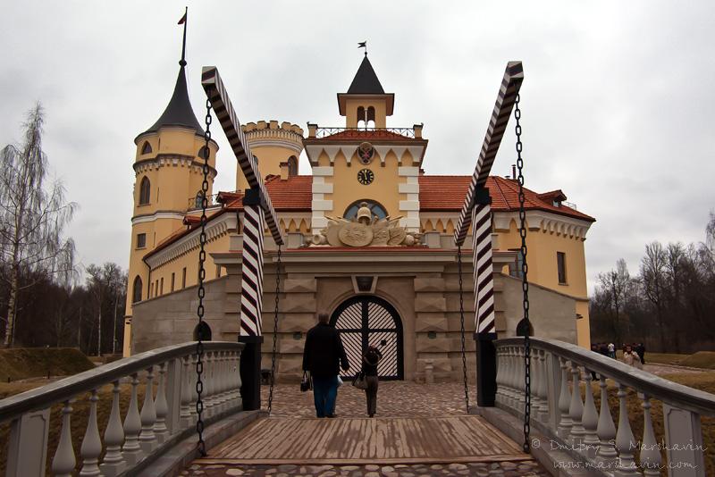 """Крепость """"Бип"""" (""""Мариенталь""""), Павловск, подъемный мост перед входом в крепость"""