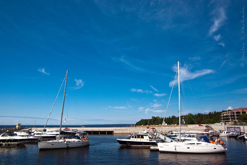 """Финский залив, гавань Терийоки, яхт-клуб """"Терийоки"""", Зеленогорск. Gulf of Finland, marina Terijoki, yacht-club """"Terijoki"""", Zelenogorsk."""